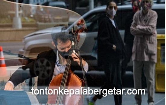 Musicians make Manhattan storefront their 'stage'